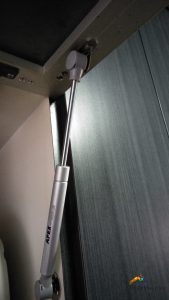 kitchen-cabinet-hinge-replacement-handyman-singapore-hdb-tampines-3_wm