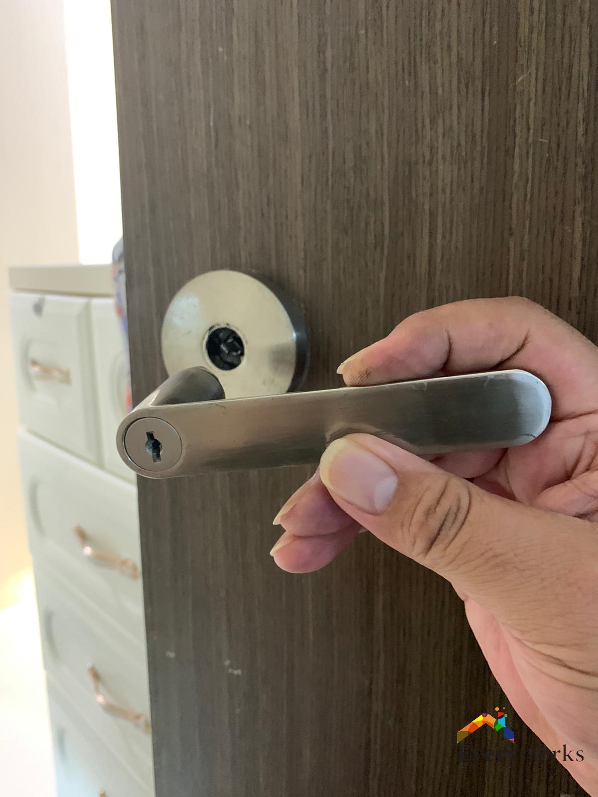 door-handle-spoil-singapore-hdb-punggol_wm