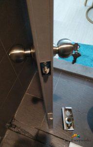 replace-door-knob-in-office-singapore-lavender-handyman-singapore_wm