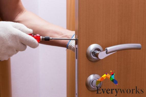 door-handle-door-lock-repair-everyworks-handyman-singapore