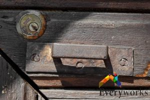 rusty-door-lock-change-door-lock-services-everyworks-handyman-singapore