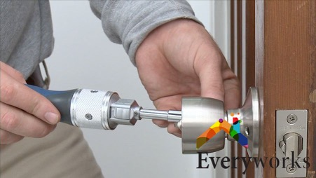 screwing-in-knob-door-lock-installation-everyworks-handyman-singapore