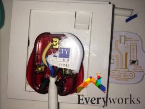 Power-plug-stuck-power-socket-replacement-everyworks-electrician-singapore-locations-hdb-pasir-ris