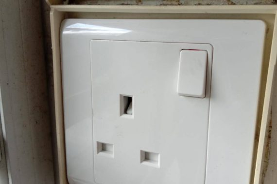 power-socket-replacement-HDB-electrician-everyworks-electrician-singapore