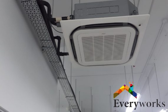 ac-vent-ceiling-smelly-aircon-everyworks-aircon-servicing-singapore