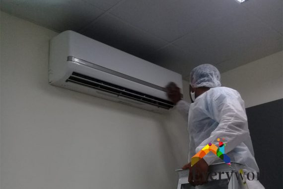 aircon-technician-in-white-aircon-troubleshooting-everyworks-aircon-servicing-singapore