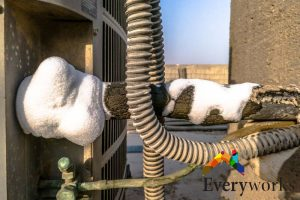 frozen-pipe-aircon-gas-top-up-everyworks-aircon-servicing-singapore