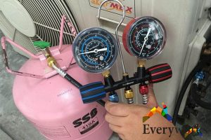refilling-aircon-gas-top-up-everyworks-aircon-servicing-singapore