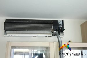 uncovered-aircon-gas-top-up-everyworks-aircon-servicing-singapore