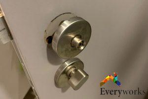 Loose-door-knob-components-dangers-about-diy-knob-installation-door-knob-installation-everyworks-handyman-singapore