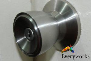 door-knob-dangers-about-diy-knob-installation-door-knob-installation-everyworks-handyman-singapore
