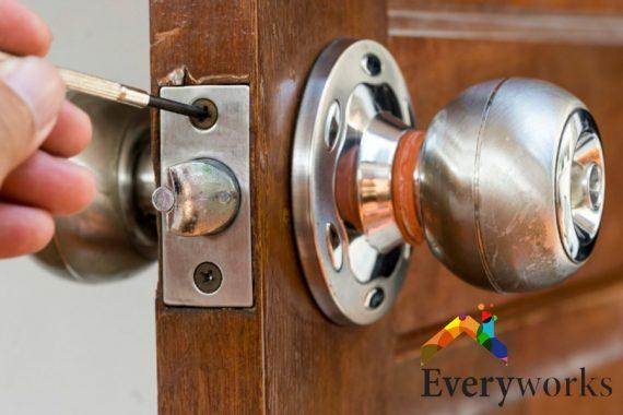 door-knob-installation-dangers-about-diy-knob-installation-door-knob-installation-everyworks-handyman-singapore