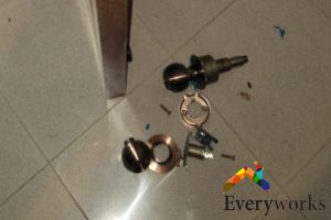 installing-door-knob-dangers-about-diy-knob-installation-door-knob-installation-everyworks-handyman-singapore